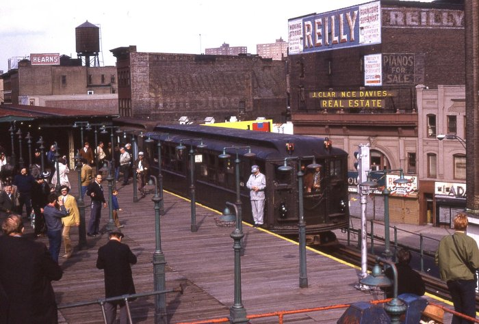 The last run of the Third Avenue El in the Bronx, April 28, 1973 (author's collection)
