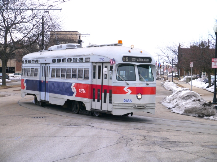 ex-SEPTA 2185 rounding a curve near the Kenosha METRA station.