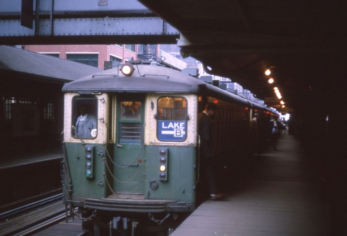 "4000s when the Lake Street ""L"" ran around the Loop. (Author's collection)"