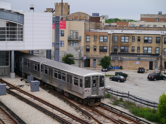 The 2200s enter Howard station for a 20-minute break. (Photo by David Sadowski)