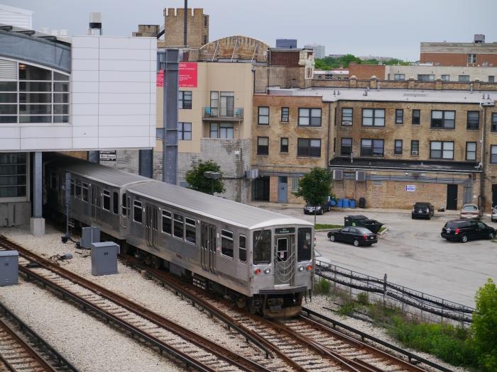 The 2200s enter Howard station for a 20-minute break. (Photo by David Sadowski)