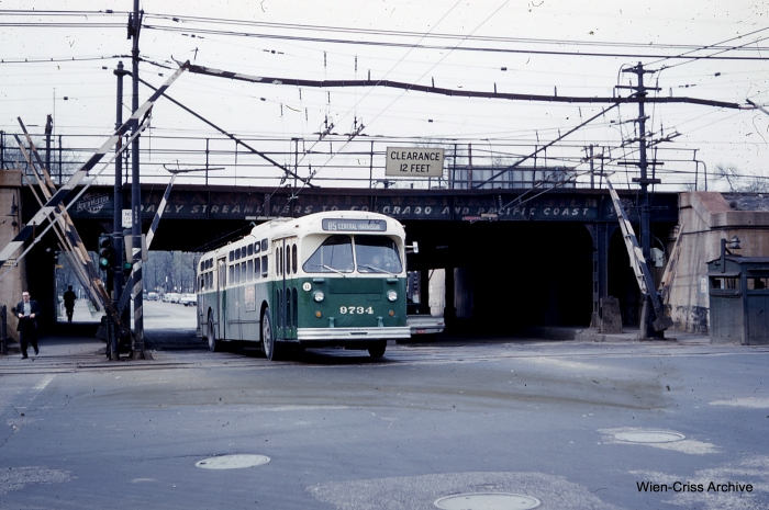 CTA Central Avenue trolley bus 9734 on May 7, 1961. (Photo by Charles L. Tauscher, Wien-Criss Archive)
