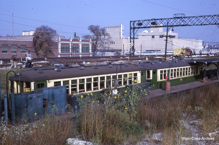 4411 at Forest Park in October 1962. Note the Wieboldt's store in the background, a local landmark. (Photo by Charles L. Tauscher, Wien-Criss Archive)