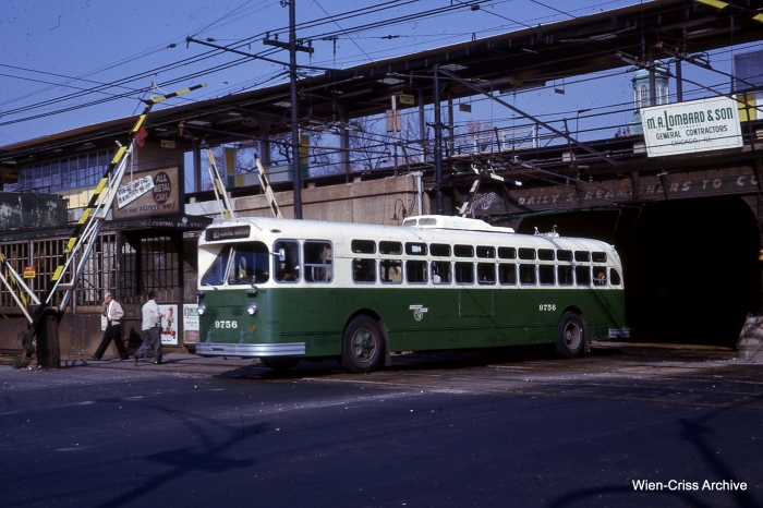 A CTA trolley bus on Central in October 1962. (Photo by Charles L. Tauscher, Wien-Criss Archive)