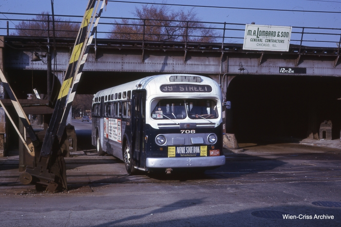 "A West Towns bus crosses the Lake Street ""L"" at Ridgeland in October 1962. Today, this is the Pace 315 route. (Photo by Charles L. Tauscher, Wien-Criss Archive)"