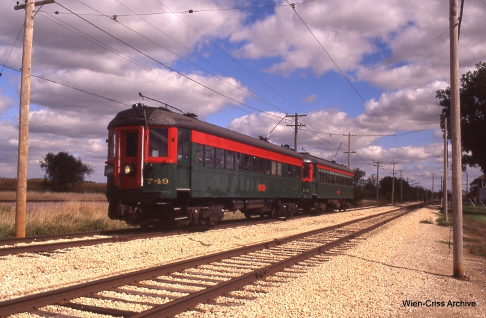 The two-car North Shore Line train. (Photo by Jeff Wien, Wien-Criss Archive)