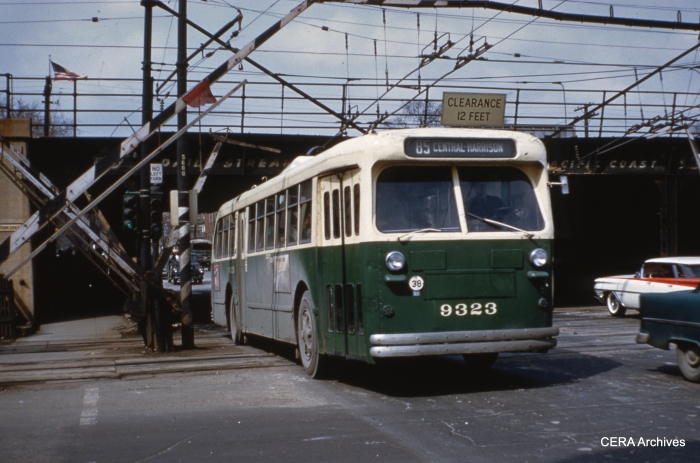 """CTA Central Avenue trolley bus 9323 crosses the """"L"""" on April 15, 1960. (Photo by Ray DeGroote)"""