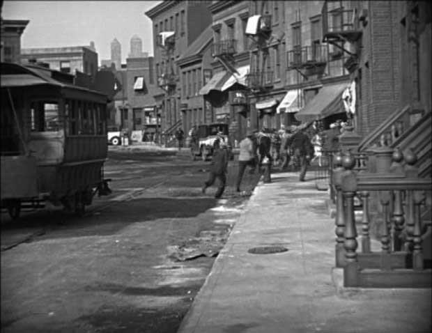 "A screenshot from ""Speedy"" (1928)."