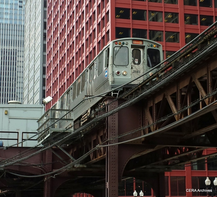 CTA 2561-2562 leads the way southbound at Wabash and Van Buren on June 27, 2014. (CERA Archives)