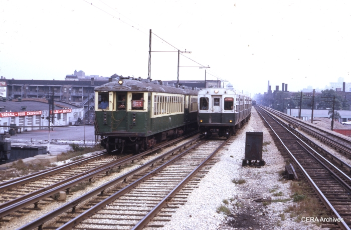 CTA trains of 4000s and 6000s are southbound between Argyle and Lawrence in this early 1970s view. (CERA Archives)
